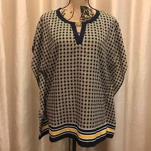 Anne Klein L Print V neck blouse w gold neck charm